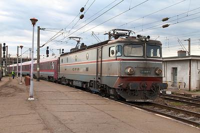 41-0809 arrives at Ploiesti Sud with IR1550 05.15 Marasesti to Buchuresti Nord. Friday 27th September 2013.