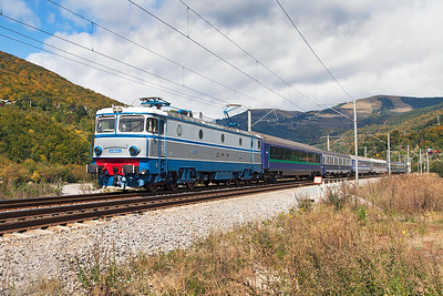 41-0242 has charge of IC473 19.10 Budapest to Buchuresti Nord overnight sleeper service near Comarnic. Wednesday 25th September 2013.