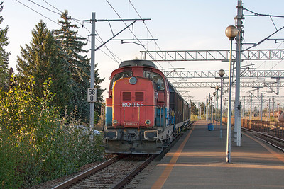 81-0721 heads a short van train south through Ploiesti Triaj. Wednesday 25th September 2013.
