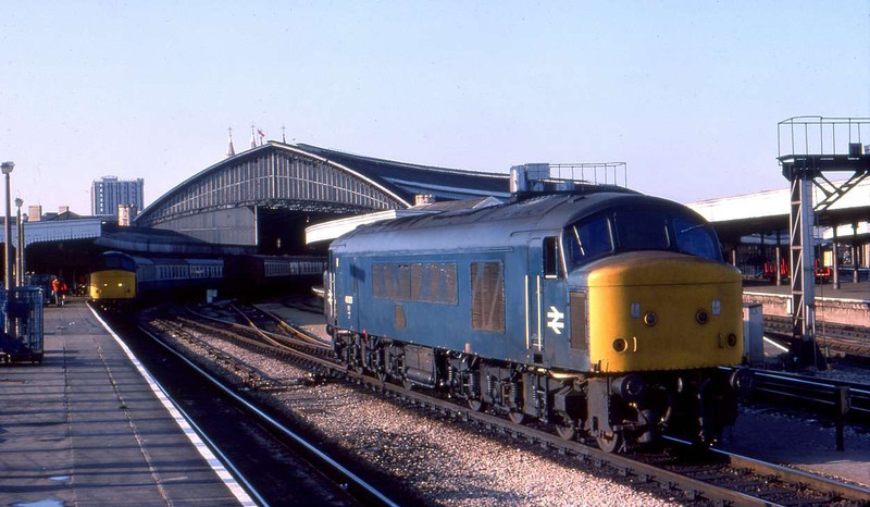 A pair of Peaks at Bristol Temple Meads<br /> <br /> 1977