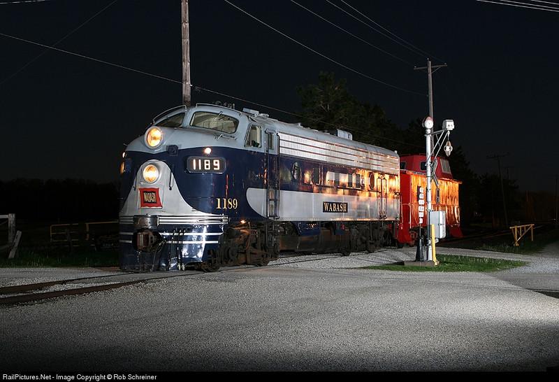 Night photo session at the Monticello Railroad museum, Wabash f-unit.