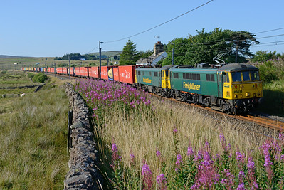 86614+86610 slow for Tebay loop with the evening liner 23/7/14.