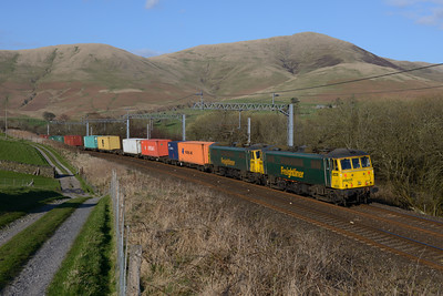 86605+86639 pass Lowgill with the evening 'liner train 17/4/15.