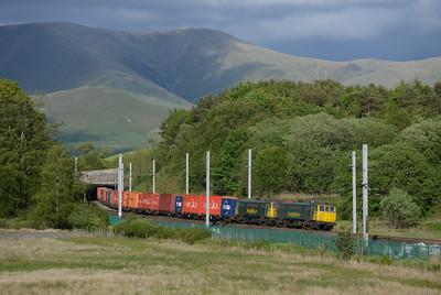 86610+86627 pass Grayrigg with the Coatbridge-Crewe liner 5/6/15.