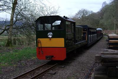 Lady Wakefield passes Murthwaite, 10/04/09.