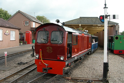Douglas Ferreira prepares to depart Ravenglass with the 1730 to Dalegarth, 11/08/06.