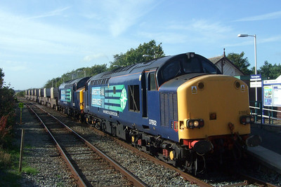 37602 and 37069 open up as they exit the TSR at Ravenglass with 6K73 1718 Sellafield BNFL - Crewe Coal Sidings nuclear flasks, 05/08/09.