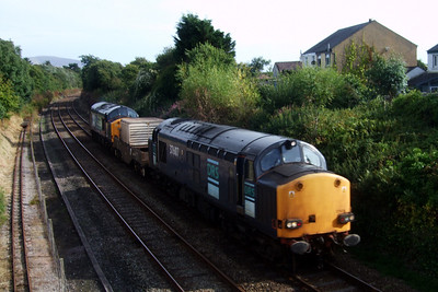 37607 and 37604 top 'n' tail a single FNA flask wagon on 6C52 Heysham PS - Sellafield, passing Ravenglass, 06/08/09.