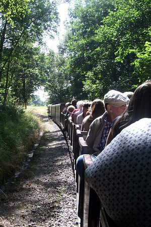 Douglas Ferreira's train descends through Mill Wood, 07/08/09.