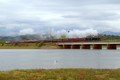 48151 heads onto Eskmeals Viaduct over the River Esk at high tide with The Lakelander, with a dark and broody Scafell on the right. 06/08/11.