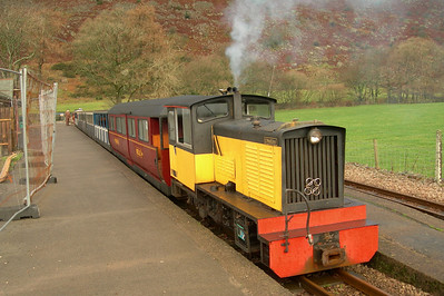 Perkins and the Eskdale Belle are retrieved from Dalegarth siding, 16/12/06.