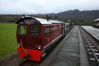 Douglas Ferreira at Dalegarth, having run light engine from Ravenglass and now having collected its coaches, 09/12/07.
