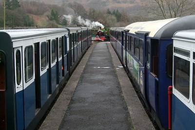 River Irt sits on Dalegarth turntable as the service train (left) and Santa train (right) fill the platforms, 20/12/08.