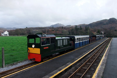 Lady Wakefield and the short service train at Dalegarth, 06/12/09.