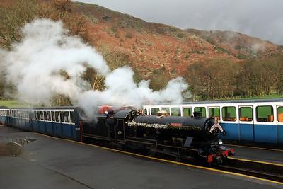 River Esk, on the Santa Express, arrives at Dalegarth, 05/12/09.