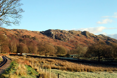 Hollinghead Crag dominates the Eskdale skyline at Douglas Ferreira with RANDER 90 sits at Hollin How Summit, 12/12/09.