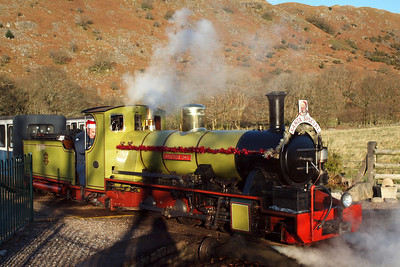 Northern Rock draws onto Dalegarth turntable. 18/12/11.
