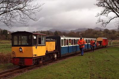 Volunteers heading back to work after bait-time at Irton Road, with Perkins on the p-way train. 21/01/12.