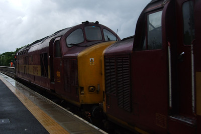 37401 and 37417 arrive at Ravenglass, 14/06/08.