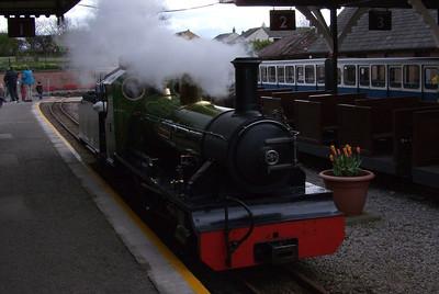 River Irt runs around her train at Ravenglass, 28/03/09.
