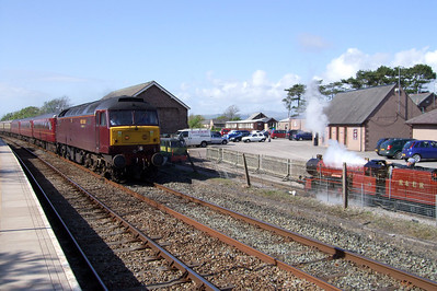 River Mite and Shelagh of Eskdale sit on the workshop siding as West Coast Railways' 47804 passes through Ravenglass on a Railtourer charter returning from Carlisle to Hull, 02/05/09.