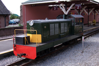 Lady Wakefield at Ravenglass - note the initial appearance of a battery box on the running board, this has now been replaced with a full-width one, 09/05/09.