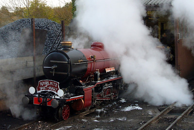 River Mite blows down her boiler outside Ravenglass engine shed, 03/11/07.