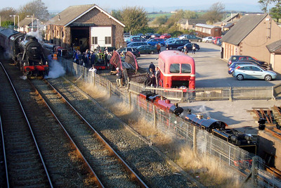 48151 Gauge O Guild attracts many admirers at Ravenglass as River Irt, River Mite and River Esk sit alongside, 20/10/07.