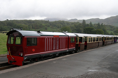 Douglas Ferreira with the maxi coaches at Dalegarth on the 1010 to Ravenglass, having deposited semi-opens 108 and 116 in Dalegarth siding, 01/09/06.