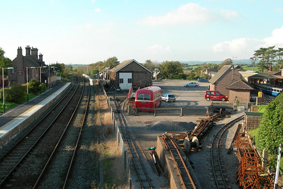 A view from the footbridge at Ravenglass of the Cumbrian Coast and Ravenglass and Eskdale railway lines, 24/09/06.