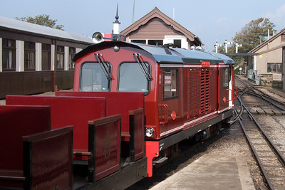 Douglas Ferreira at Ravenglass, with open coach 469 unusually marshalled behind the loco, 27/09/08.