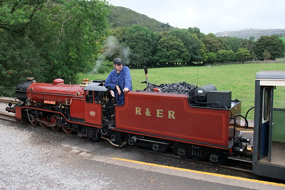 Driver Richard Smith looks back for the right away from the guard with River Mite at Dalegarth, 07/09/09.