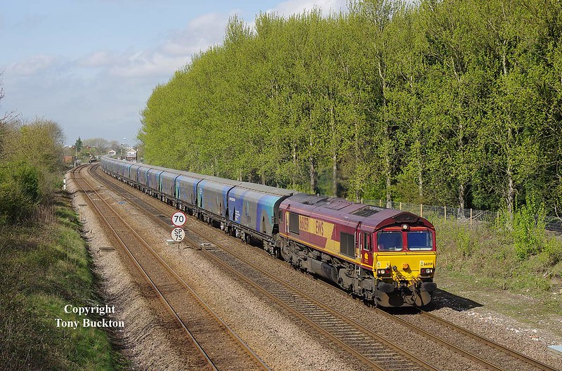 With Melton Lane crossing in the distance, 66059 is about to pass beneath Brickyard Lane on the approach to Ferriby with the 10:27 Milford West Sidings - Hull Biomass - Thursday 6th April 2017.
