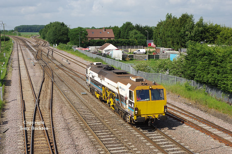 DR75302 passes Hatfield and Stainforth on Thursday 1st June 2017 forming a Thirsk - Scunthorpe Frodingham working.