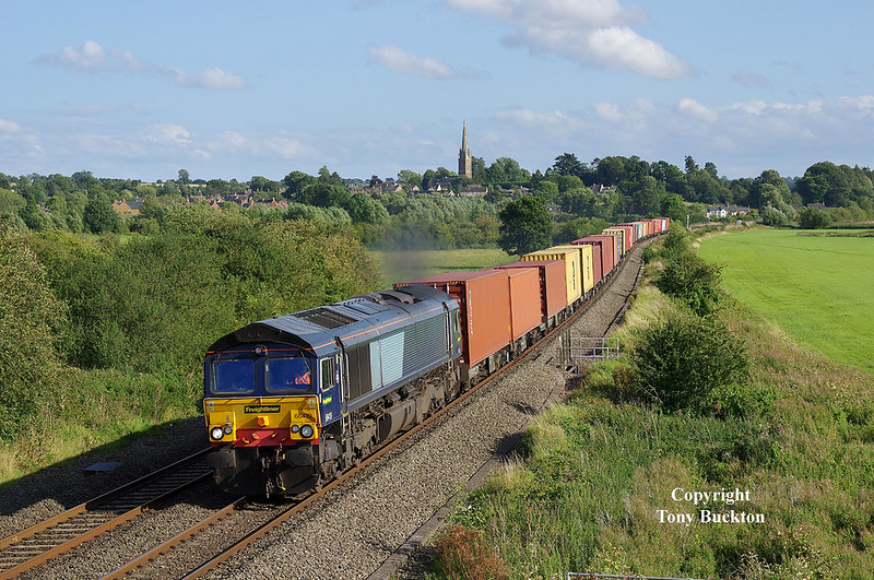 Still retaining its former DRS blue livery albeit with Freightliner brandings, 66419 makes for a fine sight as it passes Kings Sutton on the evening of Thursday 17th August 2017 with the 14:17 Southampton M.C.T. - Hams Hall Parsec intermodal.