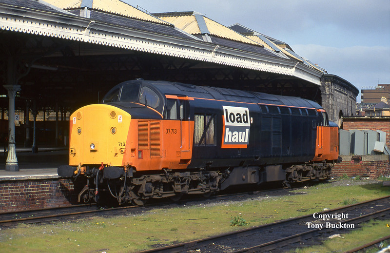 37713 stands at the back of Hull Paragon on the afternoon of  April 26th 1995. <br /> The loco would have worked in on the the Mostyn - Saltend Acetic Acid tanks before running light to Paragon, and would later return to Saltend for the tanks to Spondon - as was the practice at this time.