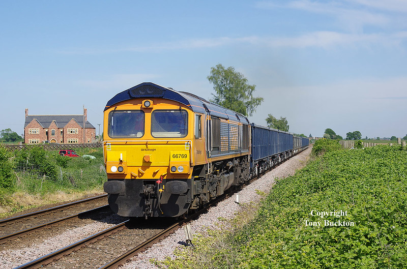 66769 approaches the crossing at Stainforth Road, Barnby Dun, with the 6M59 14:02 Roxby Gullet - Collyhurst Street at 15:38 on Monday 21st May 2018.