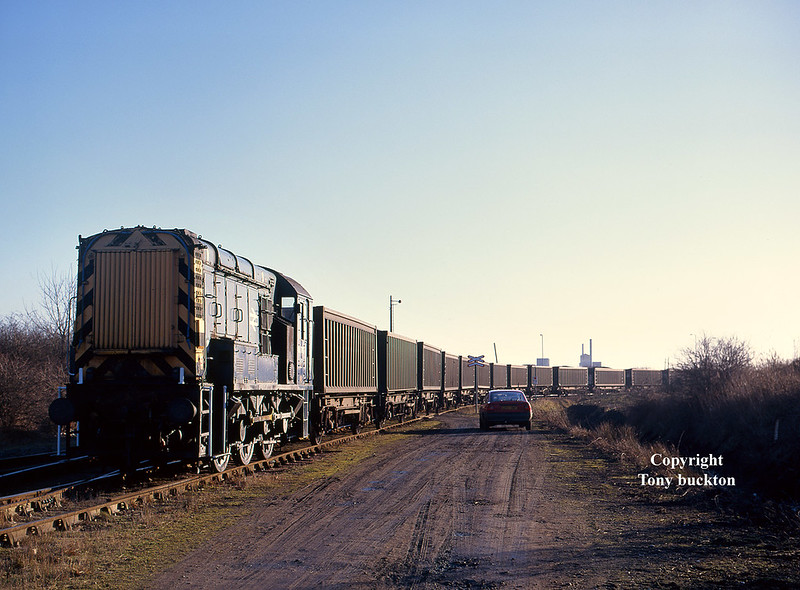 08782 propels Russell coal containers towards No 10 Quay, Hull Docks, at 09:48 on Saturday 7th February 1998. I believe the containers were loaded with domestic coal and ran on behalf of Celtic Energy from Onllwyn colliery in South Wales.