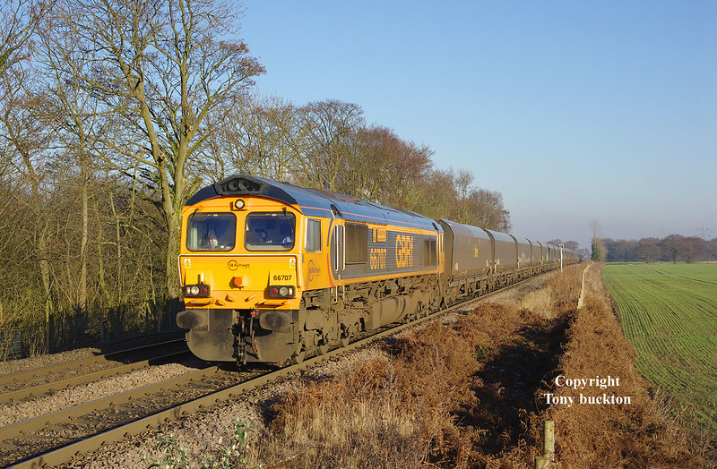 66707 approaches West Bank crossing on the Drax Branch at 13:12 on Wednesday 28th December 2016 shortly after departure with the 4N96 empty hoppers to Tyne Dock.