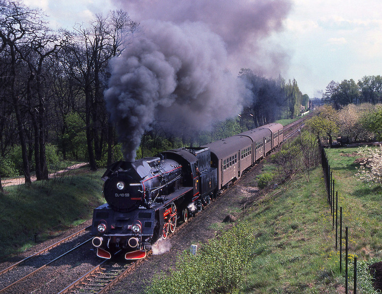 OL49 59leaves Wolstyn on a local service train.<br /> 17/04/1990