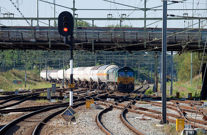 """<b>26-Aug-2009</b>  Merely a week later and I'm back in the Netherlands, in Sittard. Objective of the outing was to finally catch the SNCF Fret's CO2 train in good light (<a href=""""/Trains/Continental-Europe/Netherlands/6974343_srapF#P-3-20"""">which worked</a>).   The wednesdays-only Rail4Chem train between Dormagen/D and Lutterade was the bonus prize. Here PB01 comes sailing through the crossovers at the south end of Sittard, yarding her train in preparation for the runaround and short jaunt south into the DSM plant at Geleen.  <i>R4C PB01 leading the 47712 (pressurized gas tank cars Dormagen/D - Lutterade) into Sittard.</i>"""