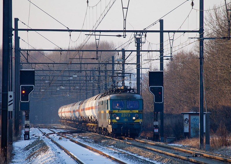 <b>19-Dec-2009</b>  2373 and 2370 are in charge of a gas tank car extra to Montzen at Remersdaal. The train is headed for short-term storage in Montzen due to capacity restraints elsewhere on the system.  In late 2009 these moves, though unscheduled, are a regular assignment for the old electrics which thus make their (temporary) comeback to the L24. It seems like Montzen yard can still be useful after all.