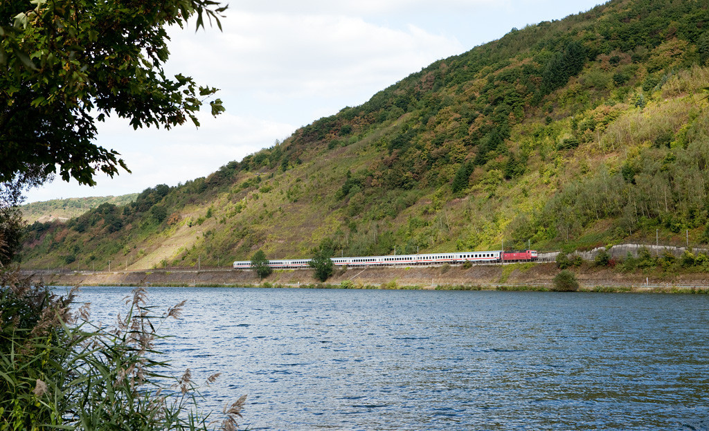 <b>12-Sep-2009</b>  This week we spent a few days on a short vacation down on the delightful Mosel river. Besides some wine sampling and some cycling in the beautiful early autumn weather, lucky timing on a break resulted in the only railroad-related photo of the trip.  DB class 181s are the usual power for the Intercity trains between Koblenz and Luxembourg/L. Such is the case here as a westbound passes St. Aldegund on the south shore of the river. Within 2 minutes it will reach Bullay.  The colors are already starting to turn, but so far only the chestnuts and a few other deciduous species have shod their greens. The vineyards themselves still have over a month to go before they will start to wear their blazing yellows. I plan to return for some foam in late October...