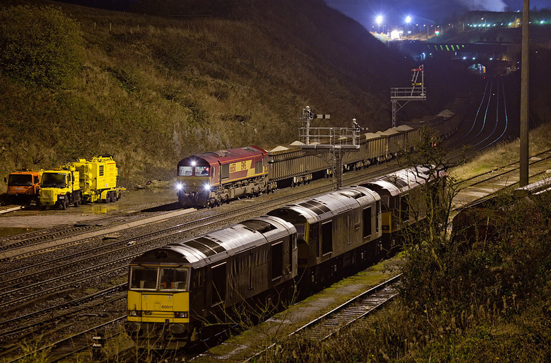 "<b>15-Dec-2009</b>  Just a quick mention to let you know the <a href=""/Trains/Great-Britain/SettleNovember/10605916_c7ggZ"">Settle & Carlisle in November</a> and <a href=""/Trains/Great-Britain/Peak-District/10605922_uLktG"">Peak District</a> galleries are now up and ready for your viewing pleasure in the <a href=""/Trains/Great-Britain"">Great Britain</a> section.  <i>EWS 66150 shunting at night in Peak Forest South.</i>"