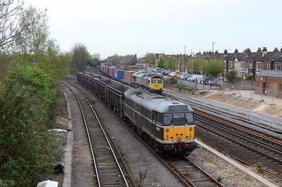 31190 6Z31 0955 Eastleigh Trsmd to Washwood Heath. 0956 off Eastleigh TSRMD load 5 11/04/14 0956 Campbell Road Bridge Eastleigh
