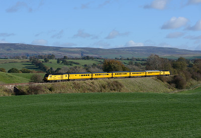 The Derby-Heaton NMT passes Duncowfold on 27/10/18.