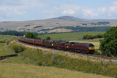 A bizare lash up of 47237, 37669 & 33207 head empty stock from Steamtown to York past Kettlesbeck on 7/7/18.