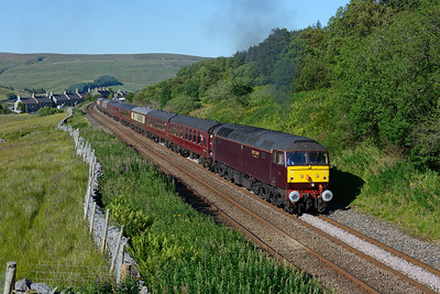 47832 accelerates away from Garsdale with a Llandudno-Saltburn charter on 2/7/18.