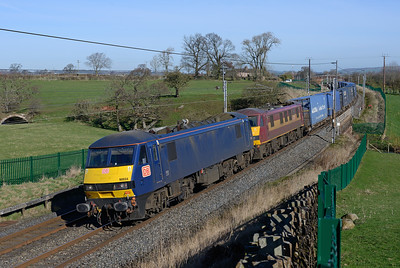 Blue 90034 leads 90037 with the Mossend-Daventry Malcolm containers at Catterlen 24/3/17.
