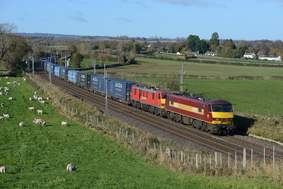 90028 + 90040 haul the Malcolm train near Penrith on 27/10/18.